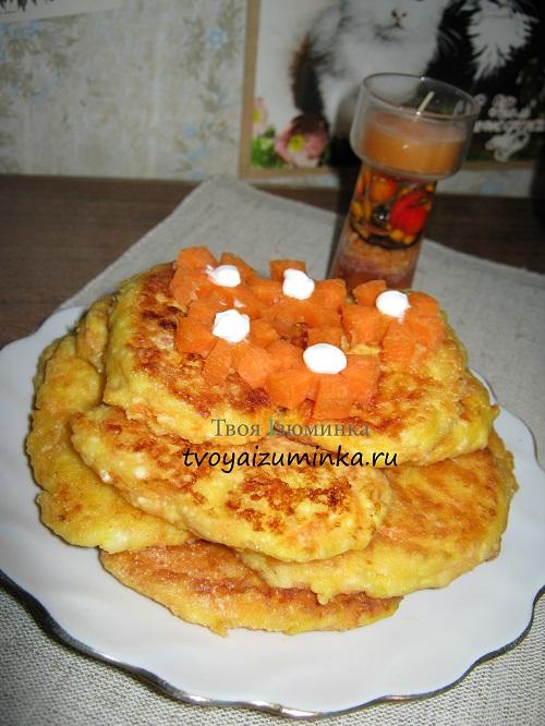 Творожные сырники в тарелке