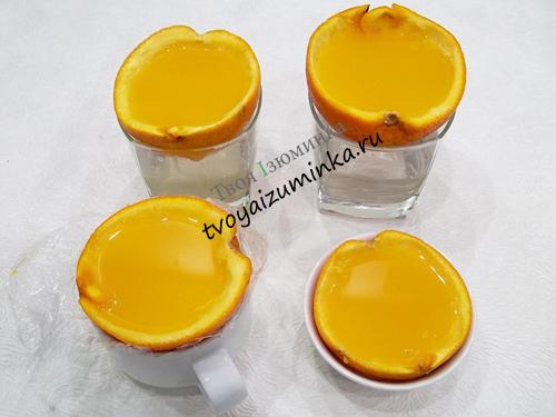 Половинки апельсинов заполненные соком