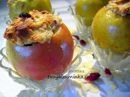 Яблоки фаршированные рисом и изюмом