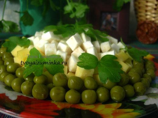 salat_iz_seldereya_sira_i_goroshka