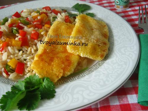 Шницель из сыра с рисом и овощами
