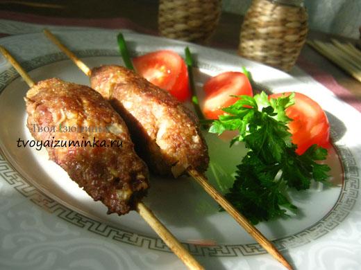 na_shpagke_kotletki_lulya_kebab