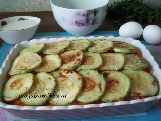Запеченные в духовке с овощами кабачки