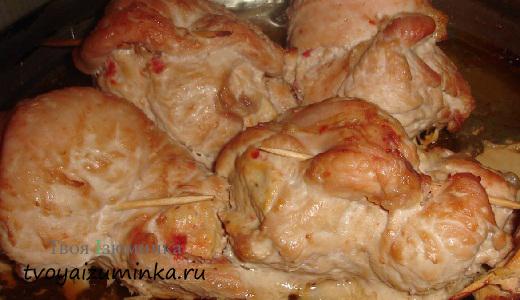 Грудка индейки, фаршированная курагой и грецкими орехами