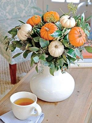 Украшаем интерьер кухни композицией из декоративных тыковок