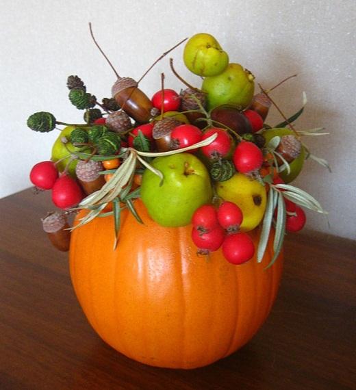 Осенняя композиция из тыквы и плодов