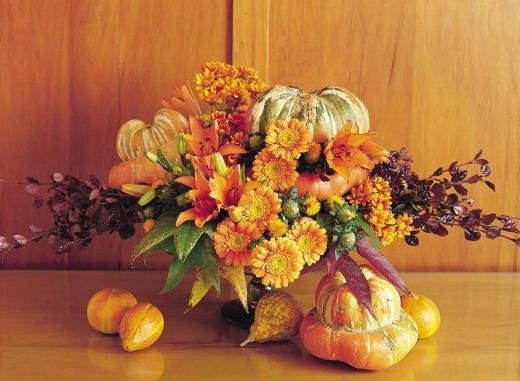 Осенняя композиция с декоративными тыковками