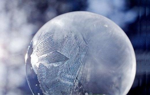 Как выдувать мыльные пузыри на морозе