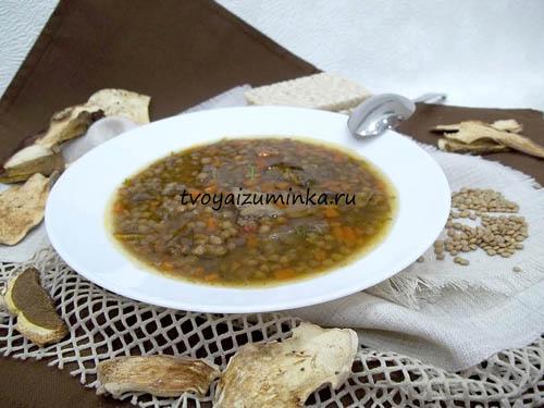 Постный суп из чечевицы на грибном бульоне