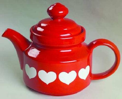 Фарфоровый чайник с сердечками