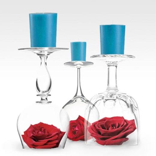Необычная композиция из красных роз в бокалах