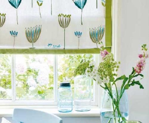 Весенние шторы для кухни