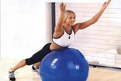 Гимнастика для желчного пузыря на большом мяче
