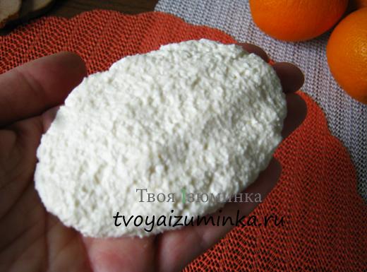 Сформируем сырники в виде котлеток