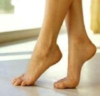 1 упражнение. Ходьба на носках и пятках.