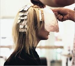 Необычное применение фольги. Мелирование волос.