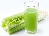Сырые овощные соки. Сок из сельдерея.