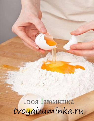 Рецепт домашней куриной лапши. Приготовление теста.