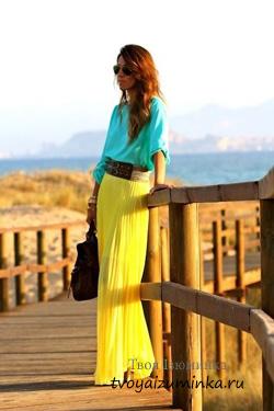 Составляем ансамбли с жёлтой юбкой. Длинная желтая юбка из струящейся ткани.