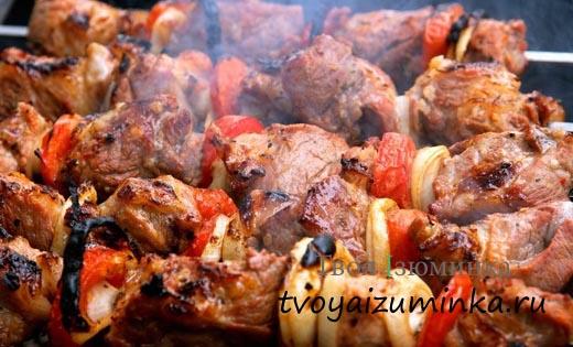 Секреты вкусного шашлыка - как выбирать мясо и жарить шашлык.
