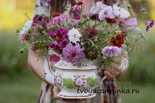 Цветы в чайнике.