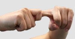 Растягивание пальцев