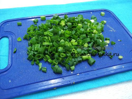 Порезанный зеленый лук