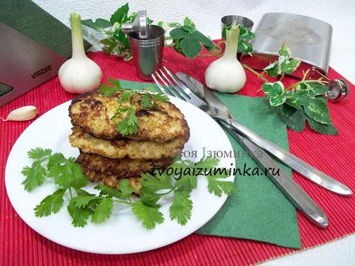 Котлетки из рубленной куриной грудки с картофелем и майонезом