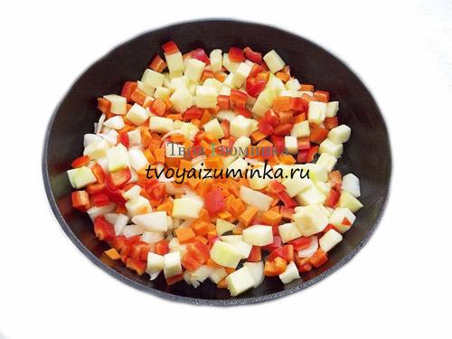 Нарезанные овощи для обжаривания