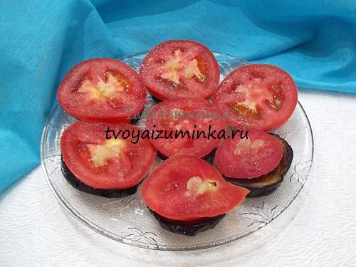 narezannye-pomidory-s-chesnokom