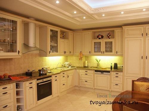 Освещение в классической кухне
