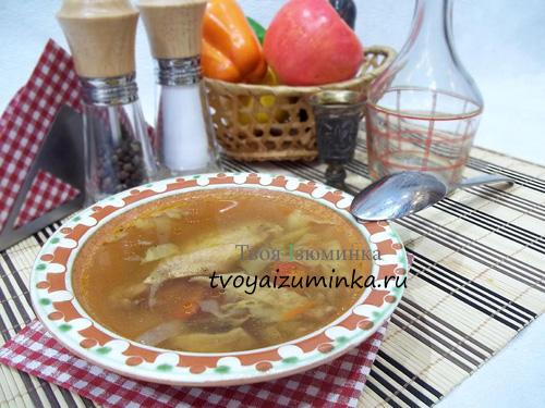 Ароматный суп на куриных крыльях и белых грибах