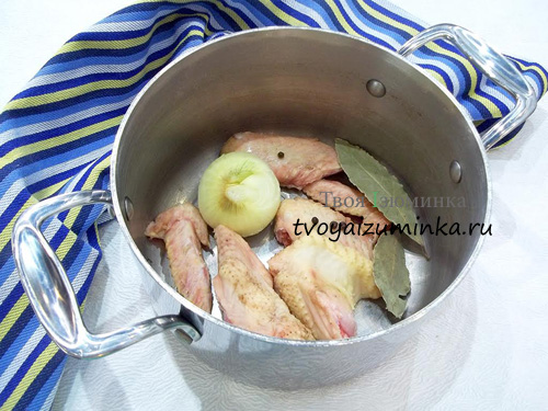Сварим куриный бульон из крыльев