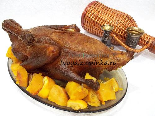 Запеченная утка, фаршированная тыквой и апельсинами