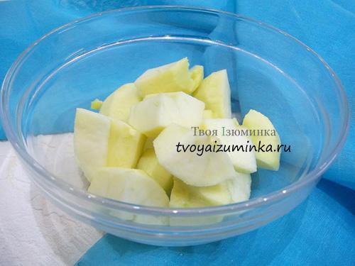 Подготовленные для маринования яблоки