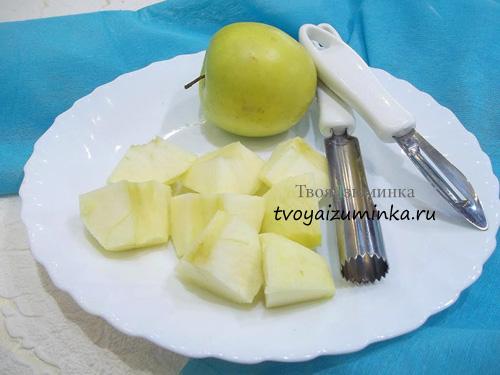 Удаление сердцевины и кожуры с яблок специальным ножом