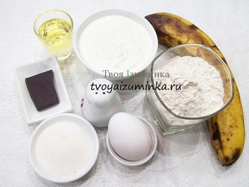 Блинный торт со сметанным кремом, бананами и шоколадной крошкой, ингредиенты