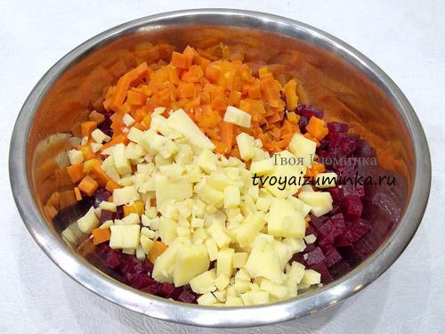 narezannye-kubikami-svekla-morkov-i-kartofel