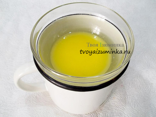 rastoplenoe-na-vodyanoj-bane-slivochnoe-maslo