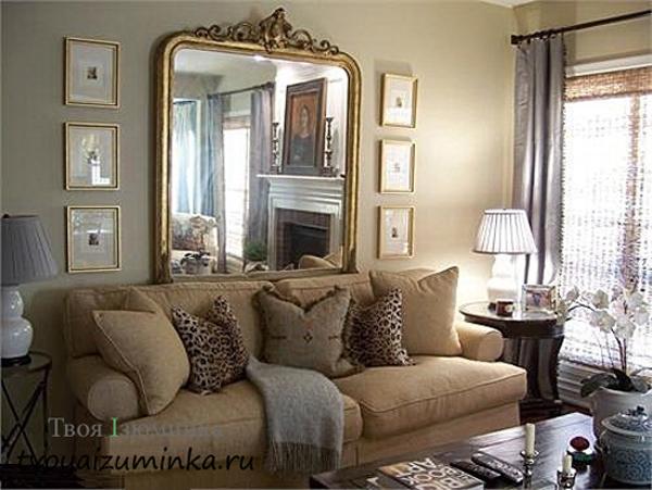 Большое зеркало на боковой стене