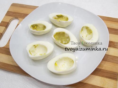 Половинки белков яиц