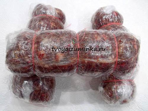 Сформированные колбаски из фарша
