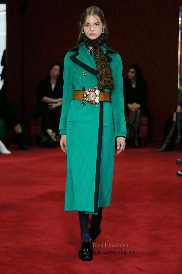 Длинное пальто изумрудного цвета в стиле милитари