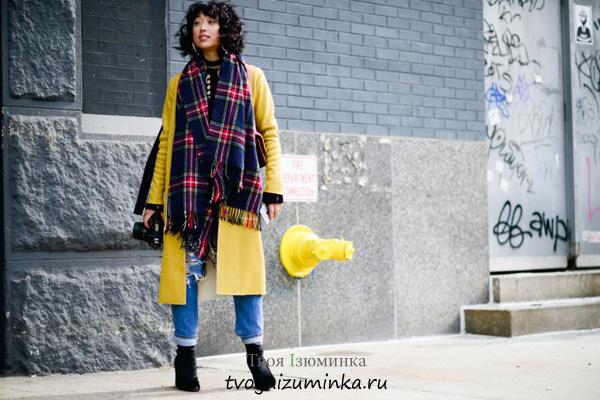 Длинное пальто лимонного цвета