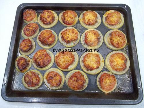 Готовые запеченные кабачки с помидорами и сыром