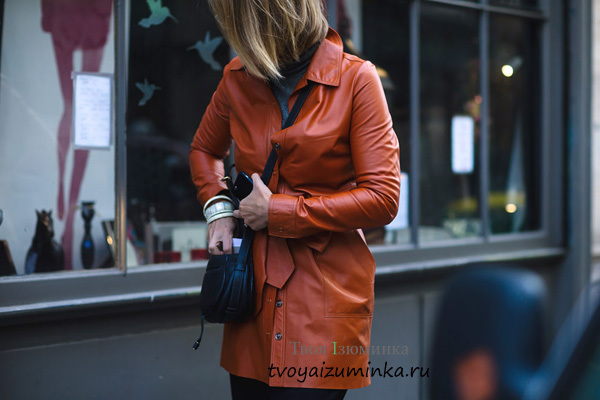 Кожаное пальто кирпичного цвета