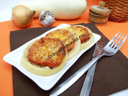 Запеченные кабачки с фаршем помидорами и сыром