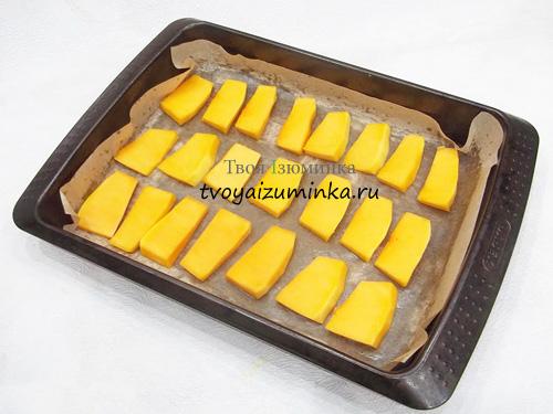 Тыква запеченная с чесноком и сыром