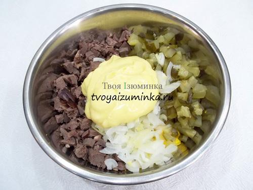 Салат из свиного сердца с соленым огурцом