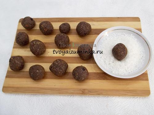Как приготовить конфеты из сухофруктов и орехов